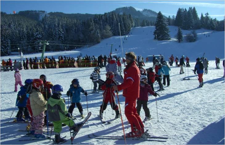 Remplacement des camps par des journées d'activités dès la 9e année